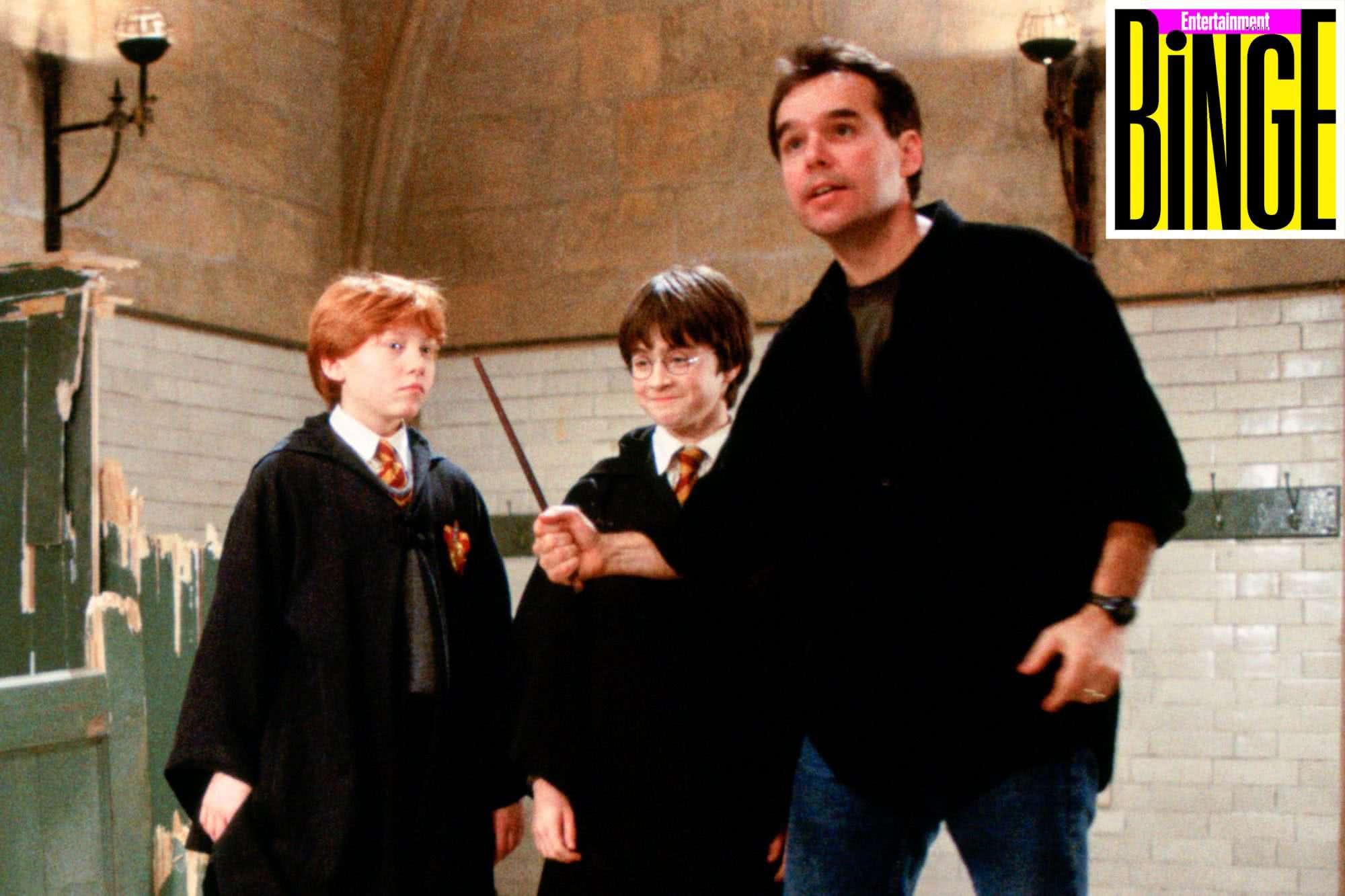 Chris Columbus dirigindo o primeiro Harry Potter