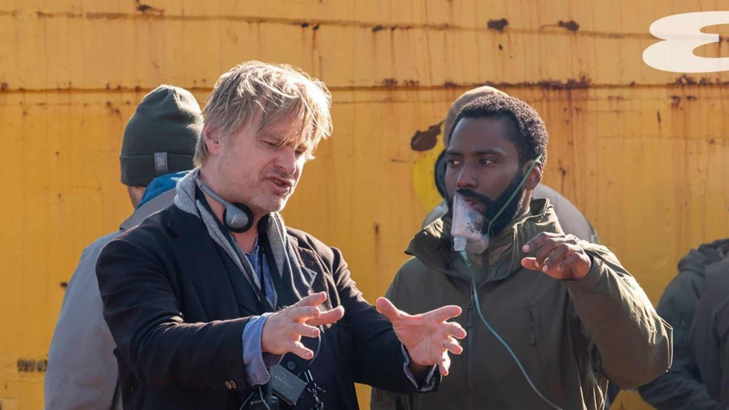 Christopher Nolan e John David Washington nos bastidores de Tenet