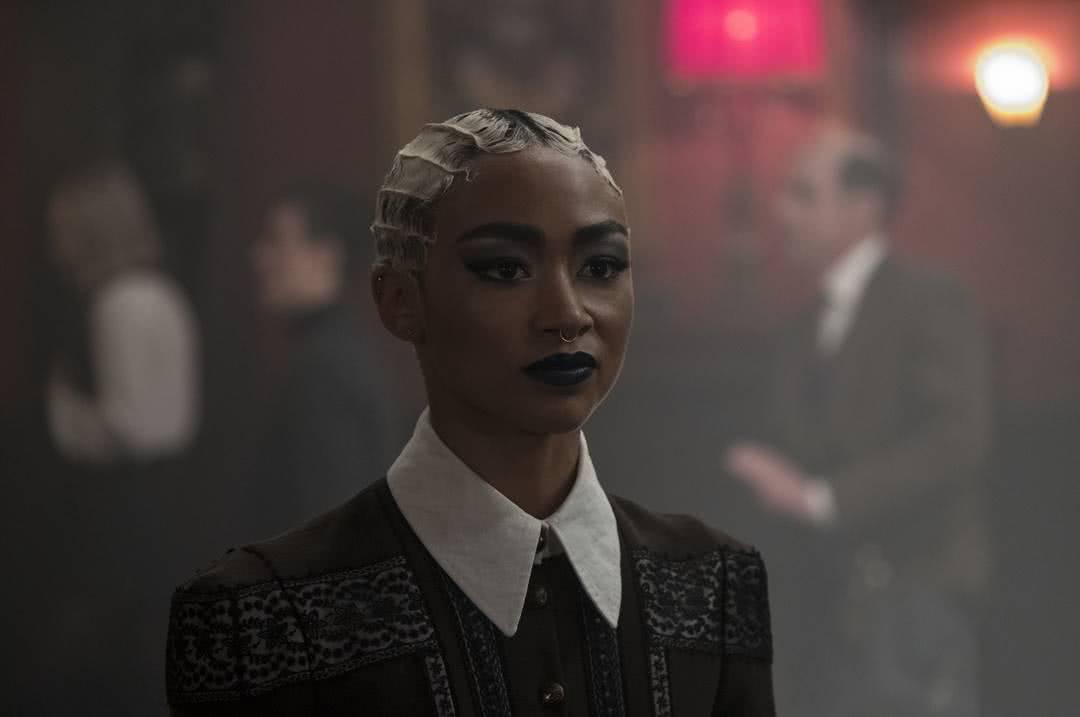 Prudence (Tati Gabrielle) em O Mundo Sombrio de Sabrina