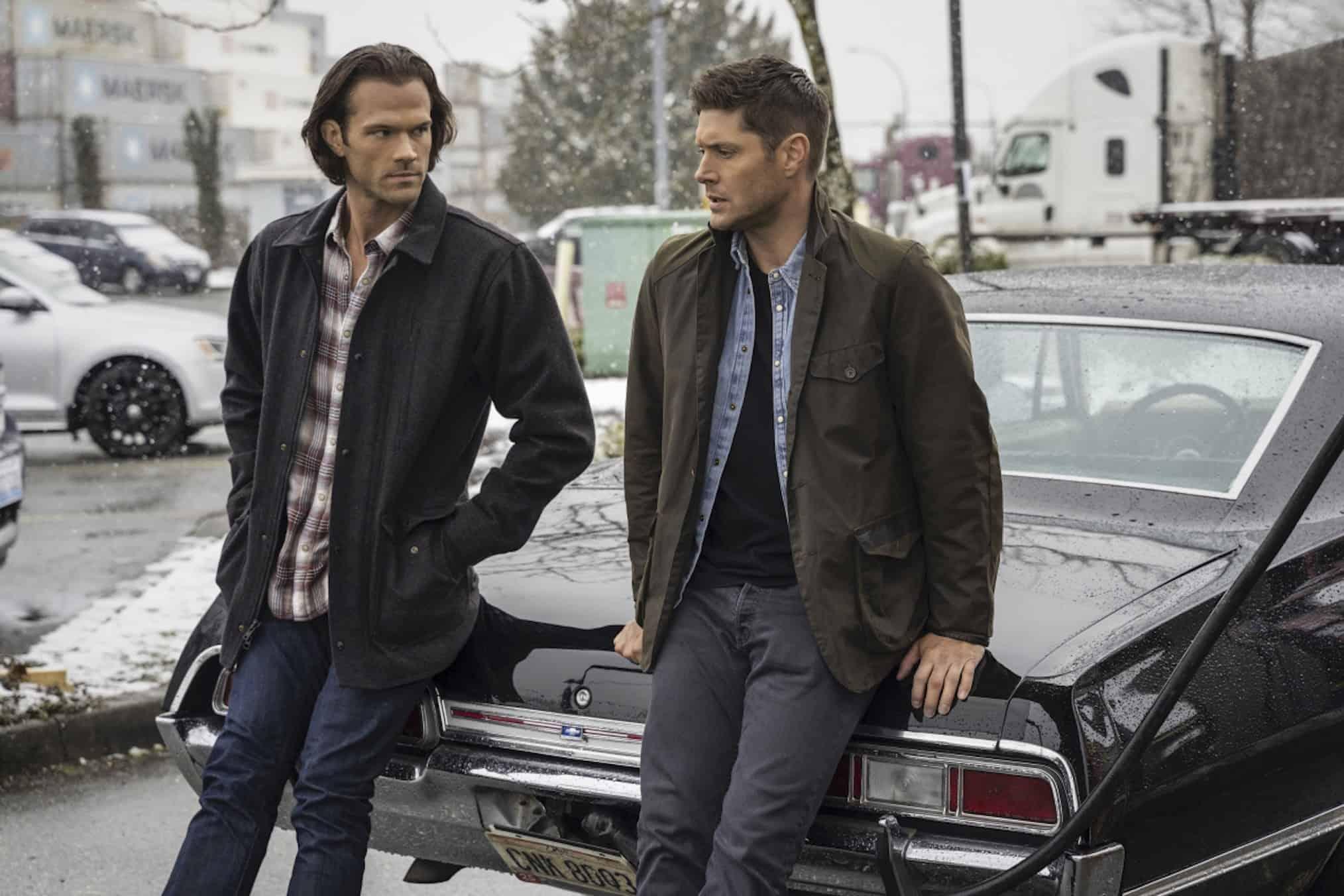 Jared Padalecki como Sam e Jensen Ackles como Dean