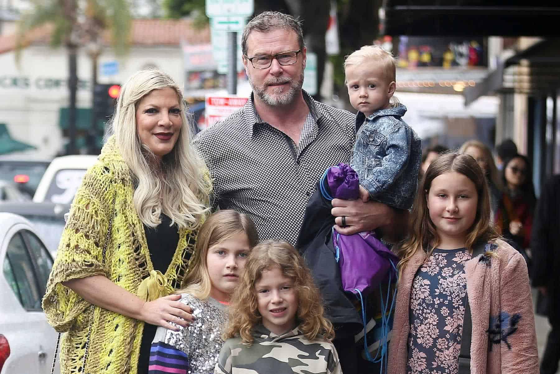 Tori Spelling e família