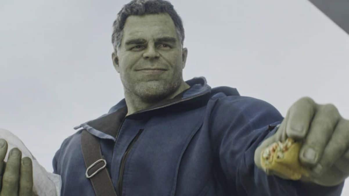 """Ruffalo apareceu pela primeira com Hulk no Universo cinematográfico da Marvel em 2012 no filme Os Vingadores. Ele fez participações nos filmes Vingadores: Era de Ultron, Thor: Ragnarok, Vingadores: Guerra Infinita e Vingadores: Ultimato. Contudo parece difícil que o herói ganhará um filme solo. No cinemas o Hulk já foi interpretado por dois atores, sendo o primeiro interpretado por Eric Bana e o segundo por Edward Norton. Em uma entrevista para o The Late Show de Stephen Colbert, Mark Ruffalo disse que Vingadores: Guerra Infinita e Ultimato obtiveram mais resposta emocional do que qualquer outro filme que já viu. """"Eu diria apenas o seguinte: já fui a muitos filmes. Eu posso até ter participado de alguns desses filmes. Eu assisti a esses filmes, nunca na minha vida vi a resposta emocional em um filme que fiz naquelas duas estreias, naquelas duas exibições. Todas essas crianças estavam berrando, chorando, enlouquecendo no carro. E essa é a emoção real, eu acho"""