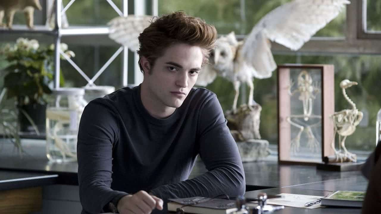 Edward Cullen (Robert Pattinson) em Crepúsculo (Reprodução)