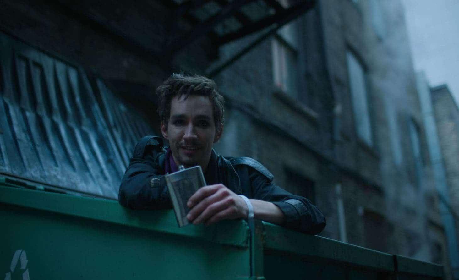 Klaus (Robert Sheehan) em The Umbrella Academy (Reprodução)