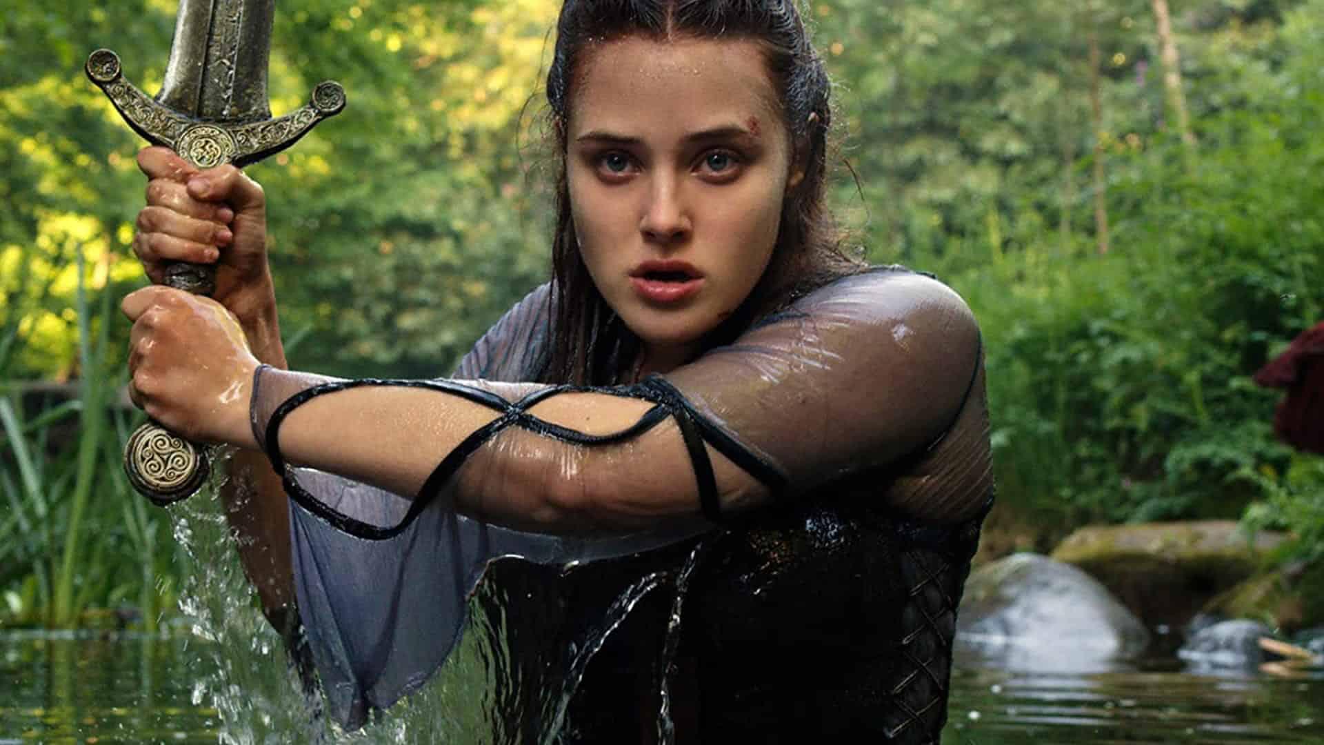 Nimue (Katherine Langford) em Cursed, A Lenda do Lago (Reprodução)