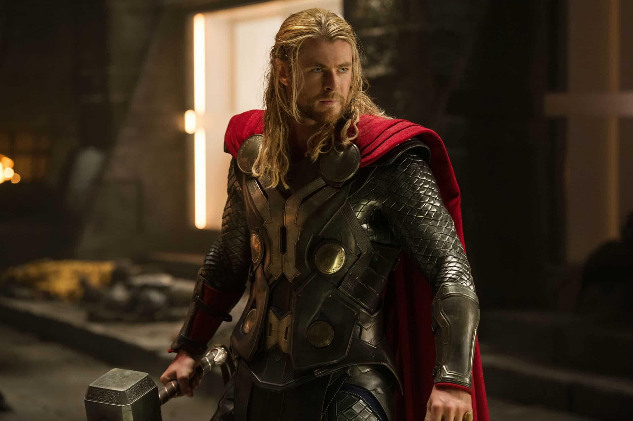 Thor (Chris Hemsworth) em Thor O Mundo Sombrio (Reprodução)
