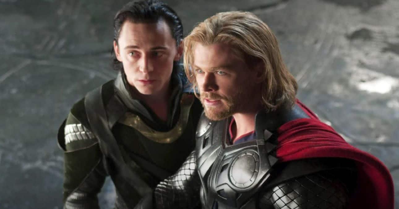 Loki (Tom Hiddleston) e Thor (Chris Hemsworth) em Thor (Reprodução / Marvel)