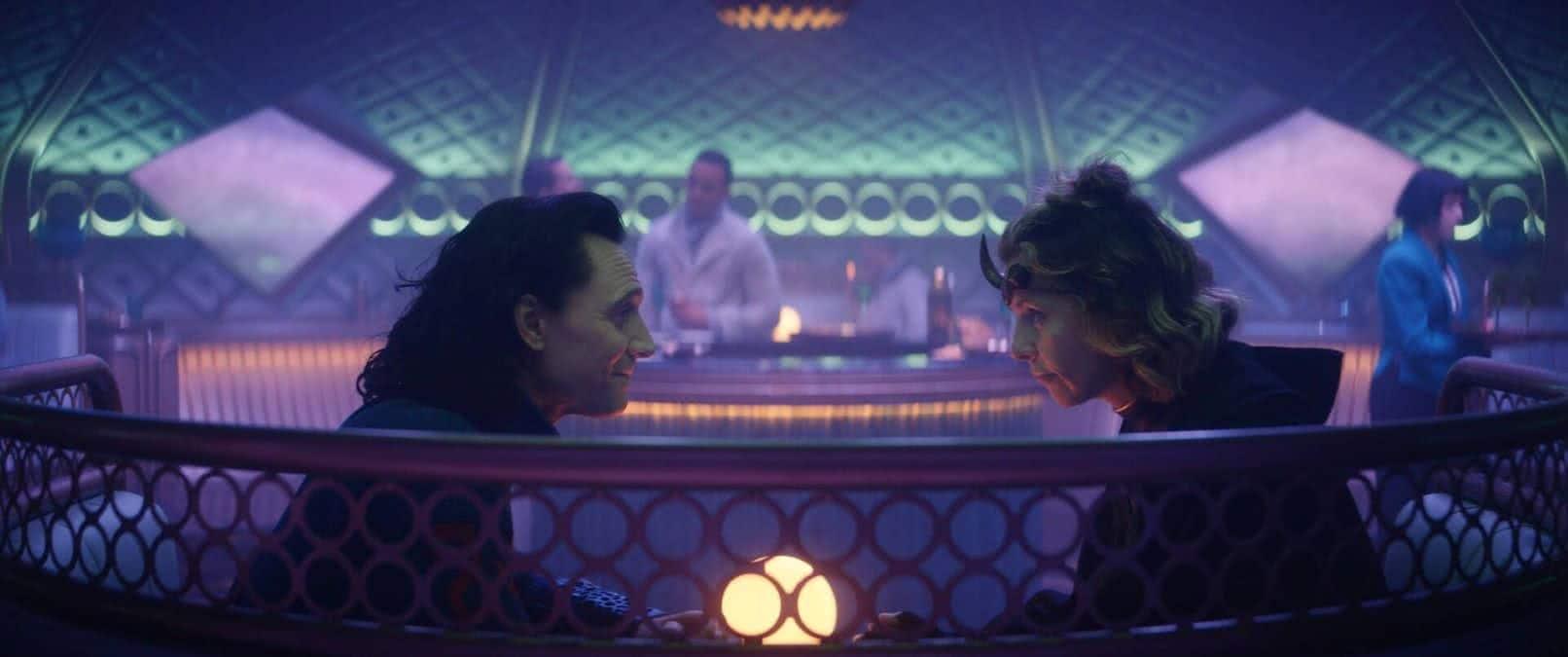 Loki (Tom Hiddleston) e Sylvie (Sophia Di Martino) em Loki (Reprodução / Disney+)