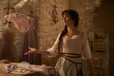 Camila Cabello em Cinderela (Reprodução / Amazon)