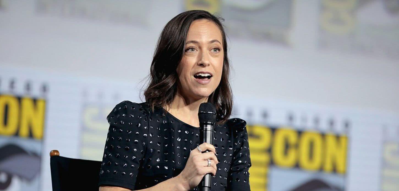 Lauren Schmidt Hissrich (Divulgação)