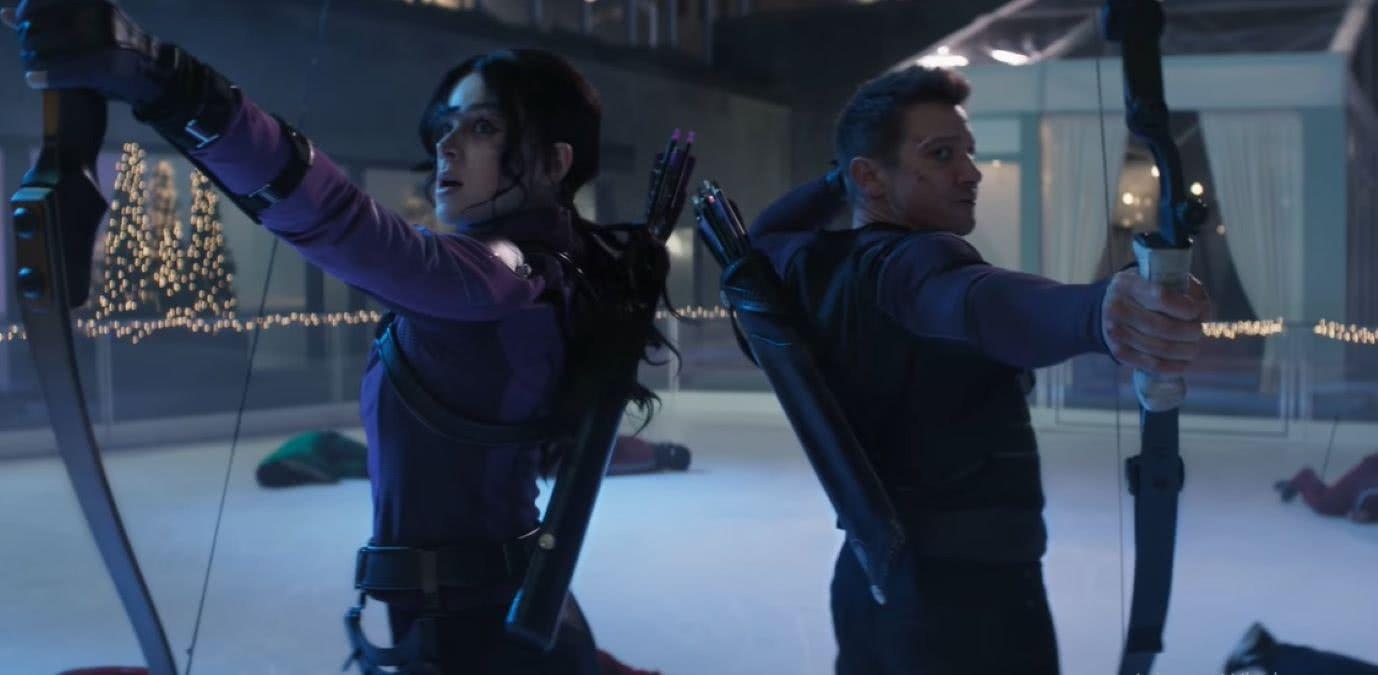 Kate Bishop (Hailee Steinfeld) e Clint Barton (Jeremy Renner) em Gavião Arqueiro (Reprodução / Disney+)