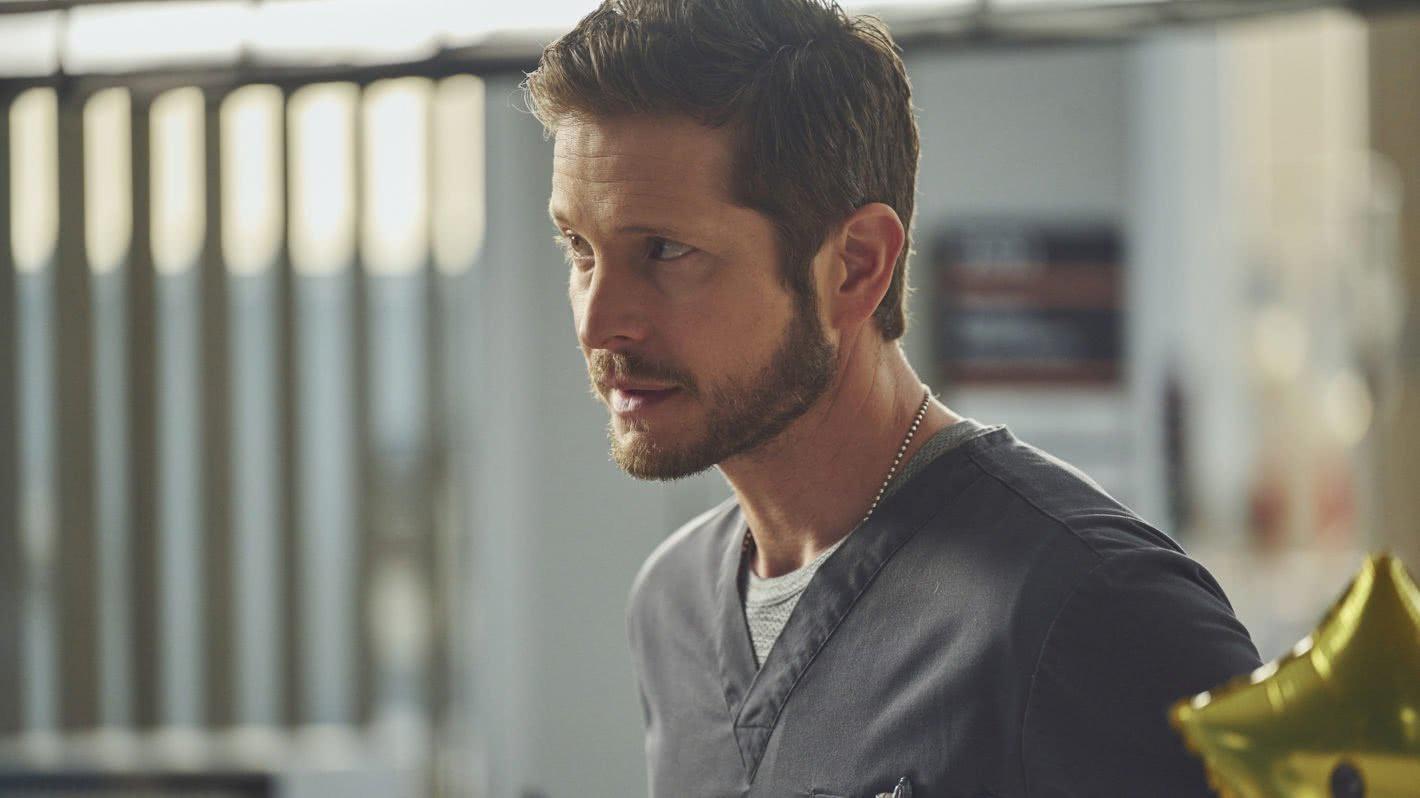 Dr. Conrad Hawkins (Matt Czuchry) em The Resident (Reprodução)